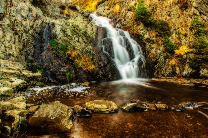waterfall-1772786_1920