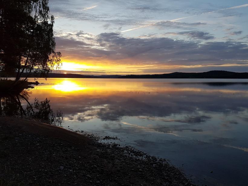 lake-2140105_1920