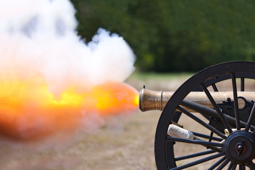 Civil War Cannon Fireing