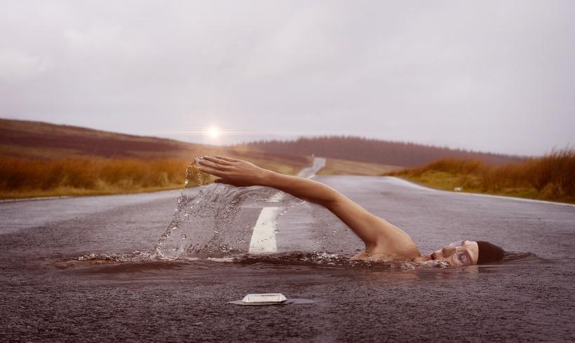 swimmer-1678307_1920 (1)