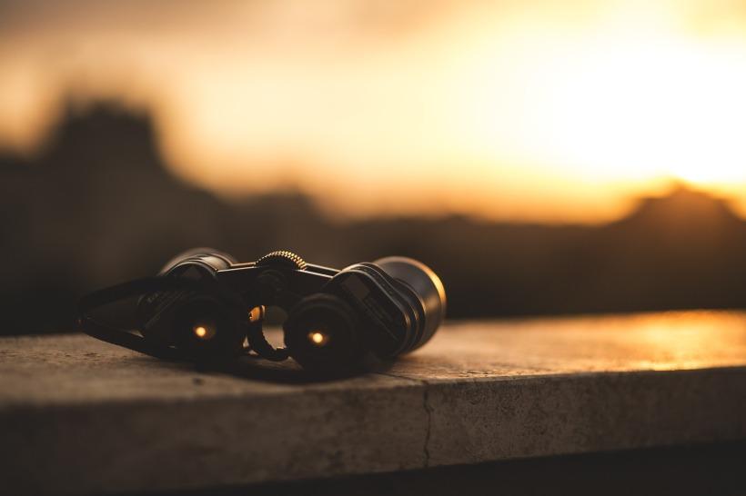 binoculars-1209892_1920 (3).jpg