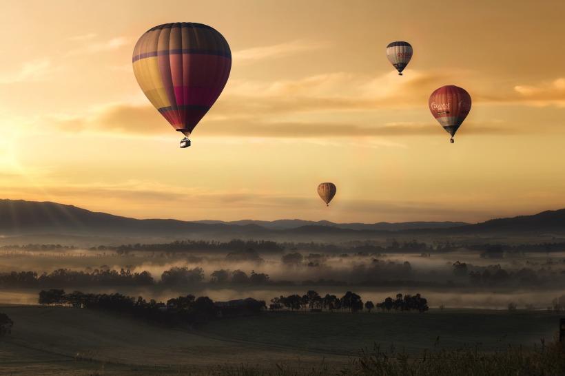 hot-air-ballons-1373167_1920.jpg
