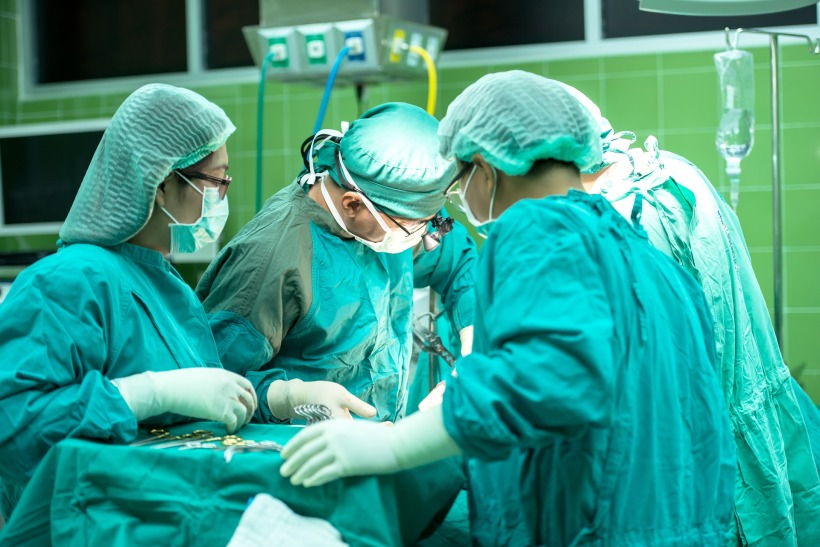 surgery-1822458_1920.jpg